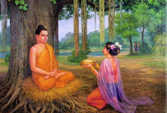 Женщина подает рис