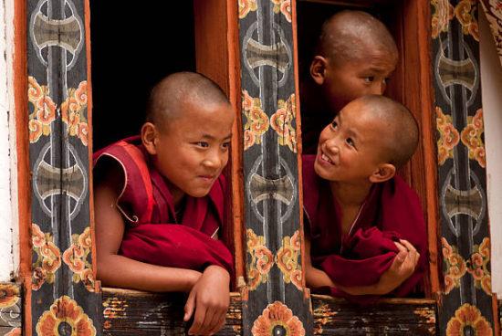 Буддийские монахи-дети
