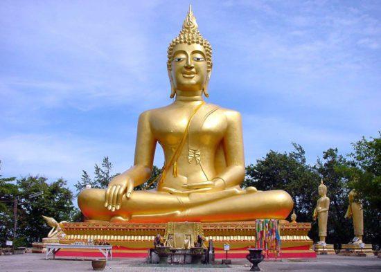 будда на пьедестале