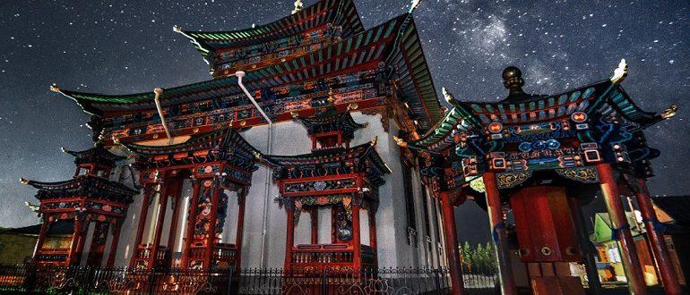 Храм зимней ночью