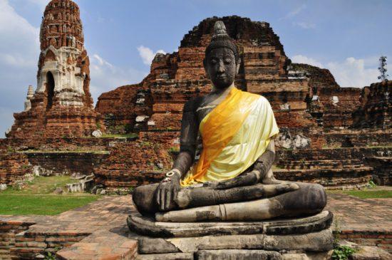 Статуя будды в Индокитае