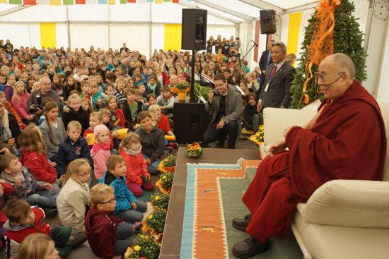 Далай Лама читает лекцию