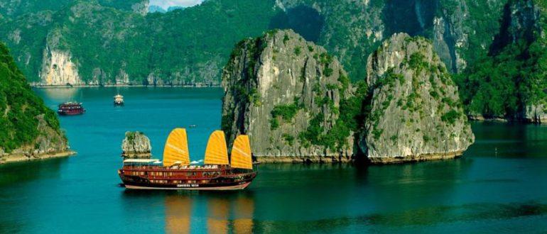 Река, лодка в Азии
