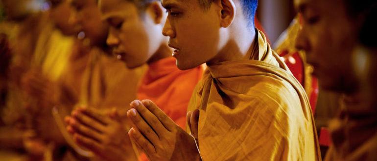 Буддийские монахи на церемонии