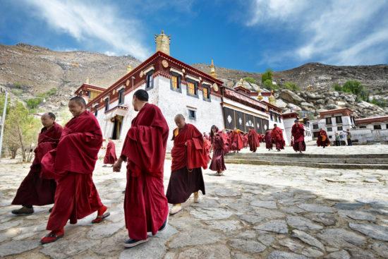 монастырь и монахи