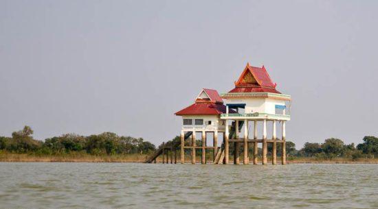 монастырь на воде