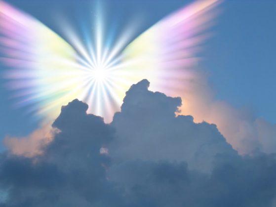 облака и радужные крылья