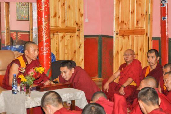 Ламы в храме