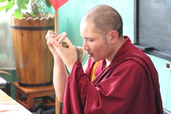 Лама в храме