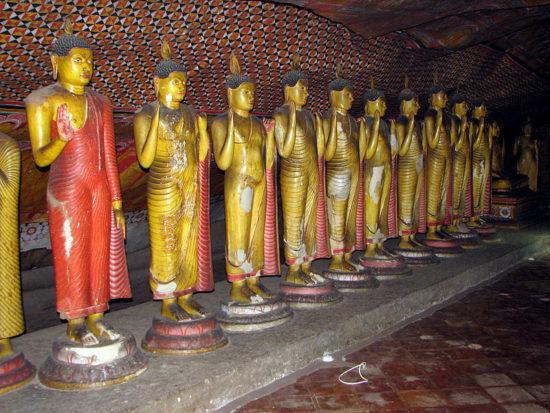 Скульптуры внутри монастыря