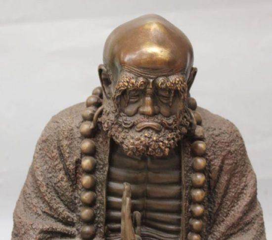 статуя архата