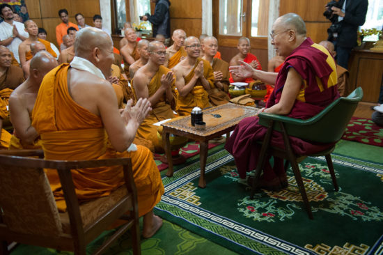 Встреча буддийских монахов