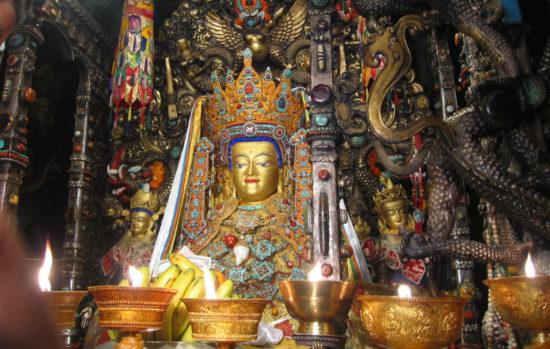 Статуя в Лхасском монастыре