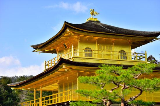 Феникс на крыше японского монастыря