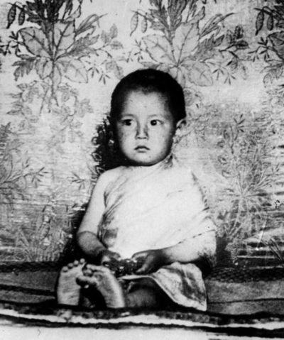 Лидер буддистов в детстве