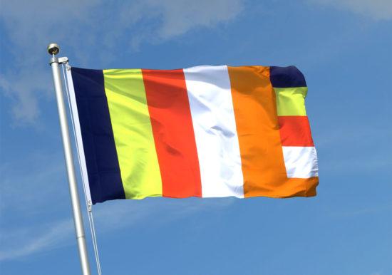 флаг на фоне неба