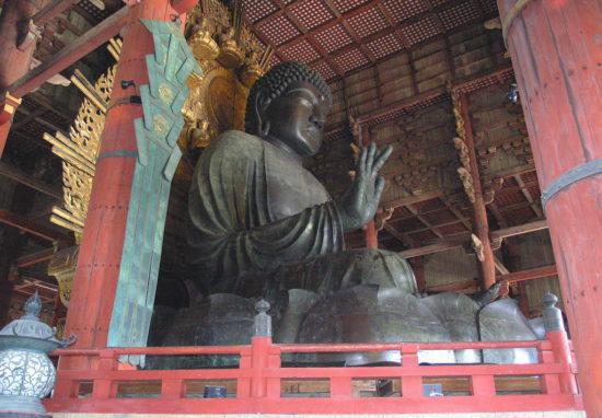 в храме Японии