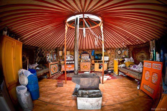 монгольская юрта внутри