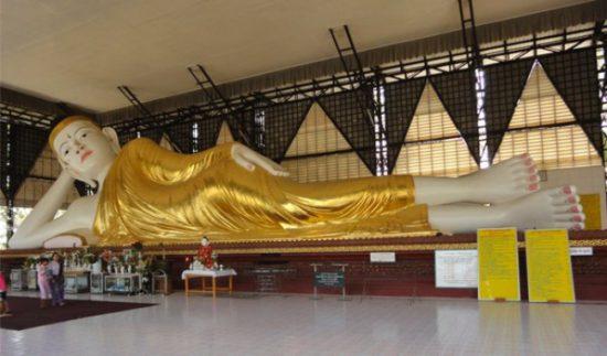 статуя буддийская в Янгоне