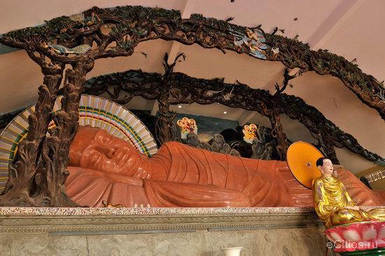 лежащий будда во Вьетнаме