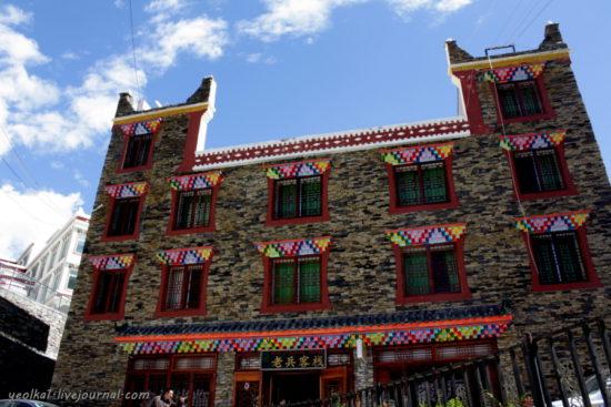 здание в тибетском поселке