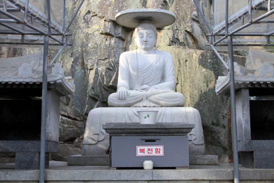 Будда в скале