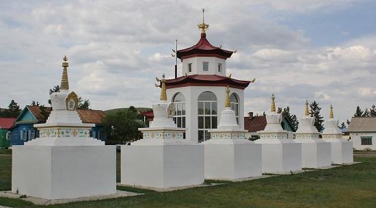 около храма
