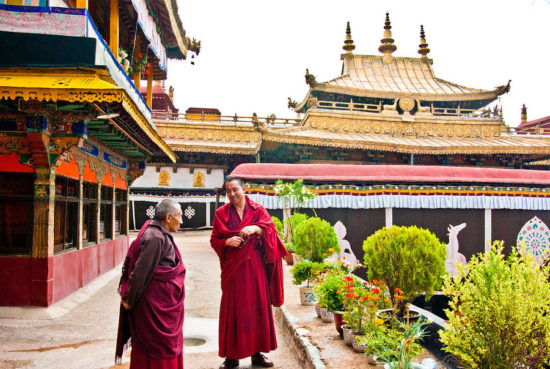 Территория храма в тибете