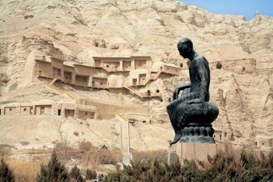 Памятник миссионеру