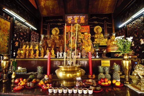 Буддийский алтарь