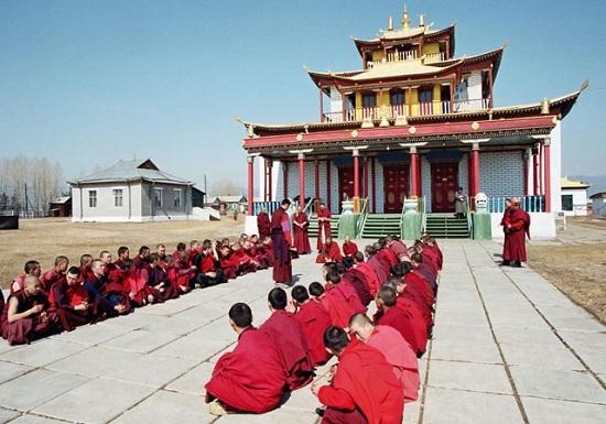 монахи-студенты