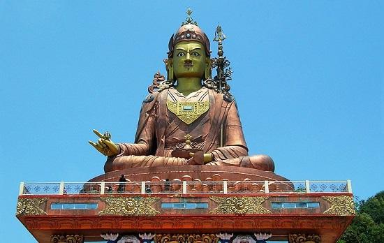 статуя в тибете