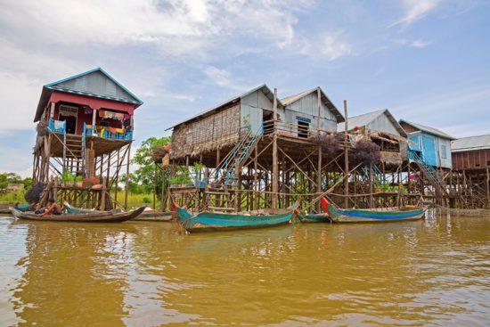 дома на сваях в Азии