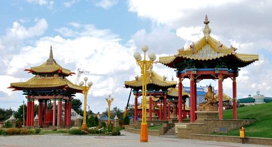 Пагоды вокруг храма
