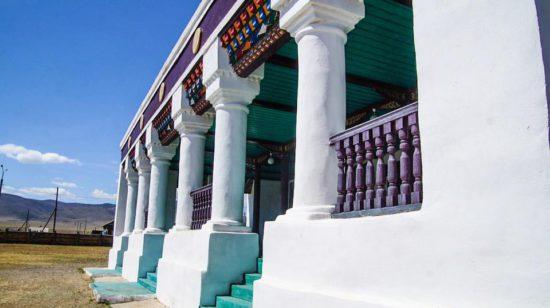 белоснежные колонны монастыря