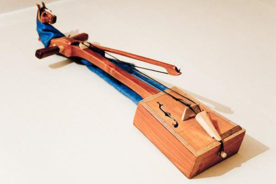 инструмент струнный
