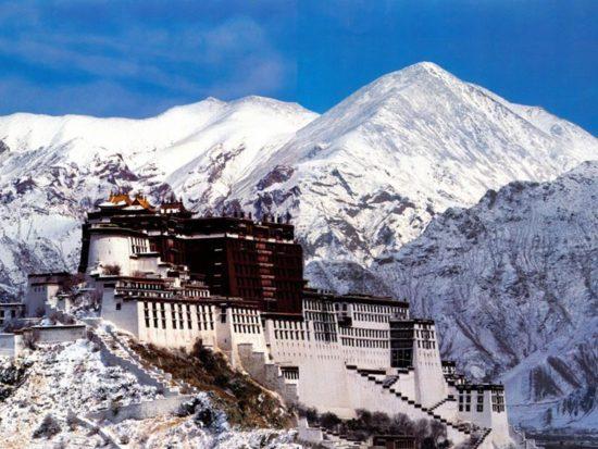 храм в Горах Тибета