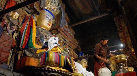 в буддийском монастыре