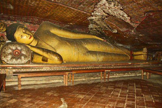 статуя в храме Шри-Ланки