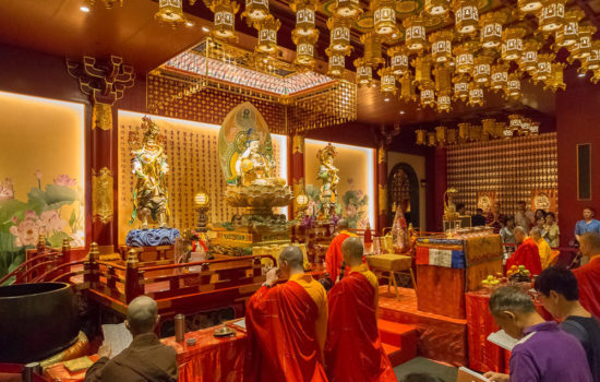 монахи на службе