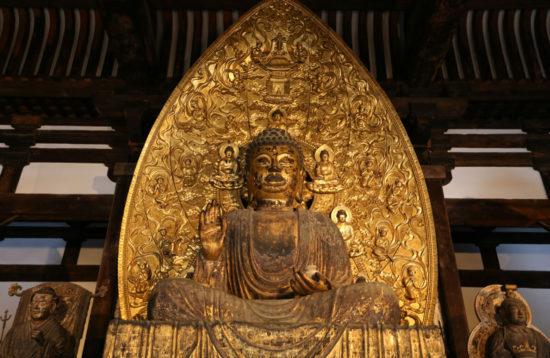 статуя Просветленного в Кофукудзи
