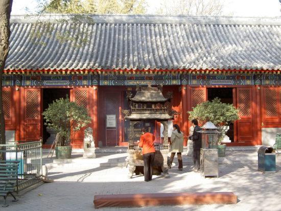 храм белых облаков в Пекине