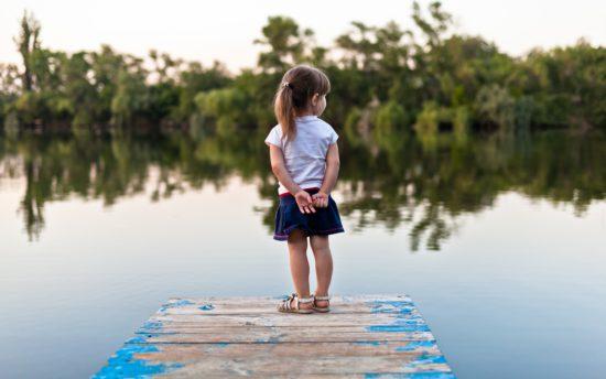Девочка на плотине