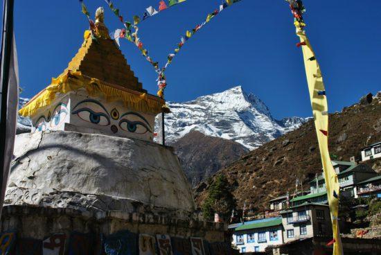 ступа в Гималаях