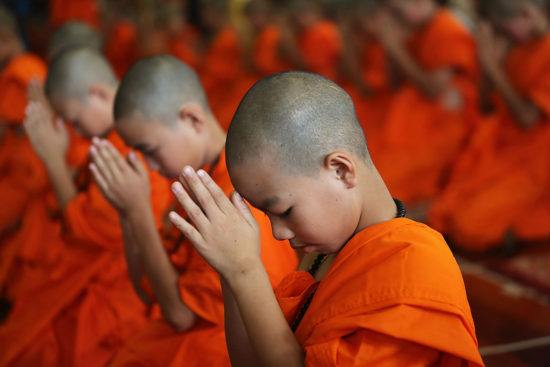 Монахи хинаяны