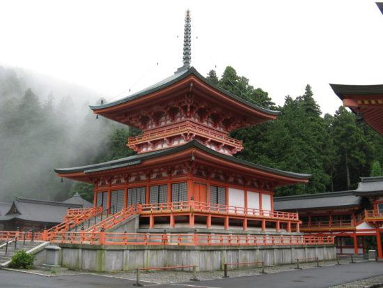 Одна из башен храма в Японии