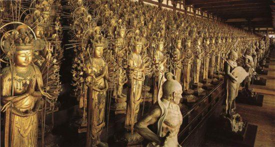 скульптуры в монастыре
