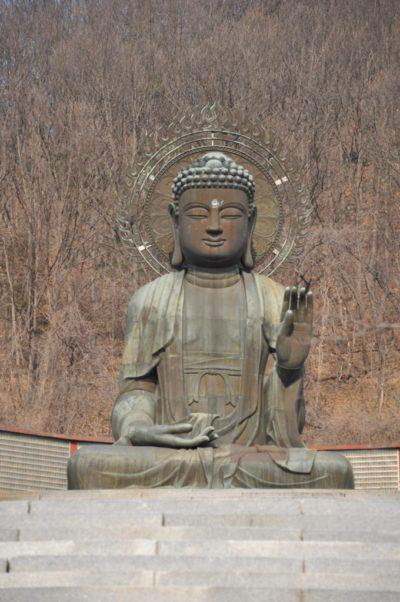статуя просветленного в Южной Корее