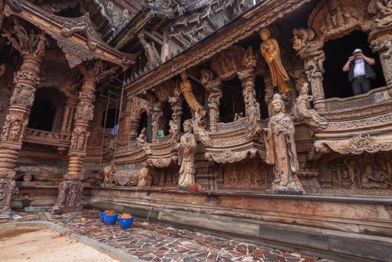 Резьба на храме