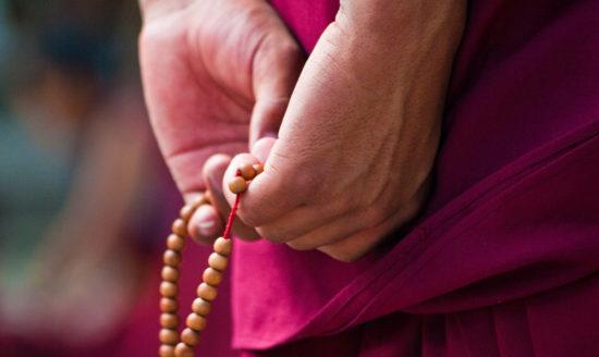 Монах с четками